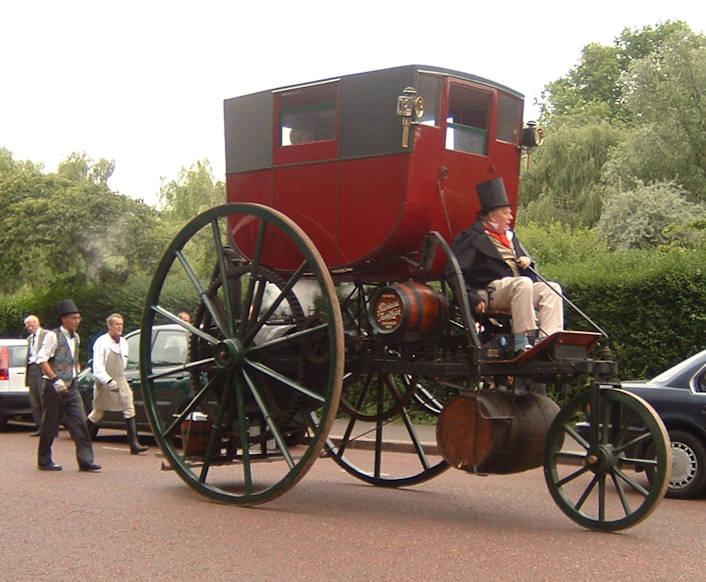 Tom Brogden vid styrspaken på sin replik av Trevithicks London Steam Carriage